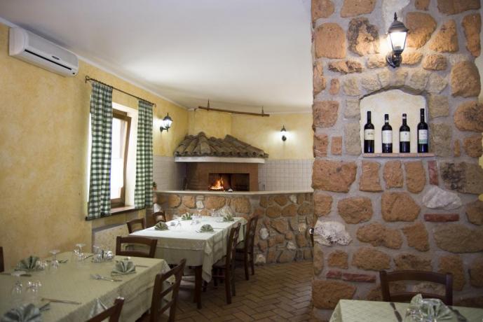 Agriturismo vicino Roma-ristorante con camino