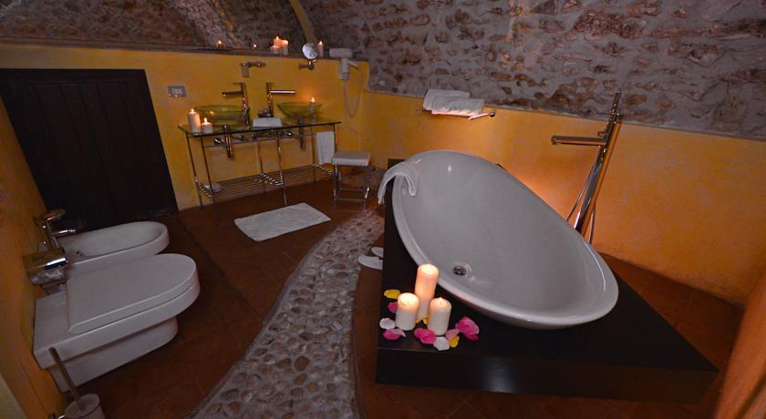 bagno con vasca Albergo**** Rovere Aquila