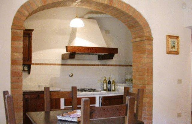 Dettaglio cucina e zona pranzo
