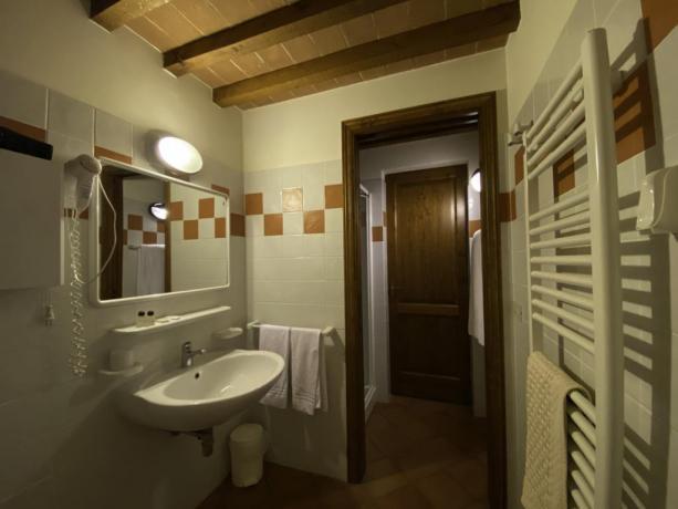 IsolaPolvese- PrimoBagno attrezzato con doccia