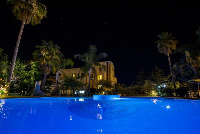 Hotel 3 stelle con enorme piscina a Tropea