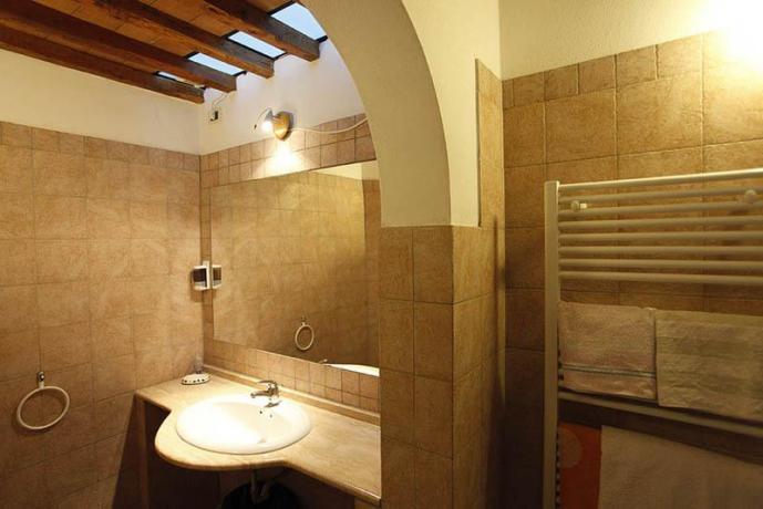 Bagno in camera con servizi agriturismo a Volterra