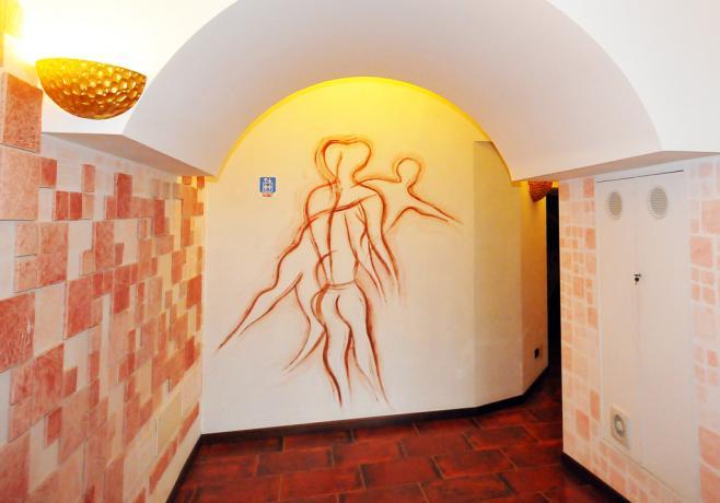 Hotel Alcamo in Sicilia, Hall con graffiti caratteristici