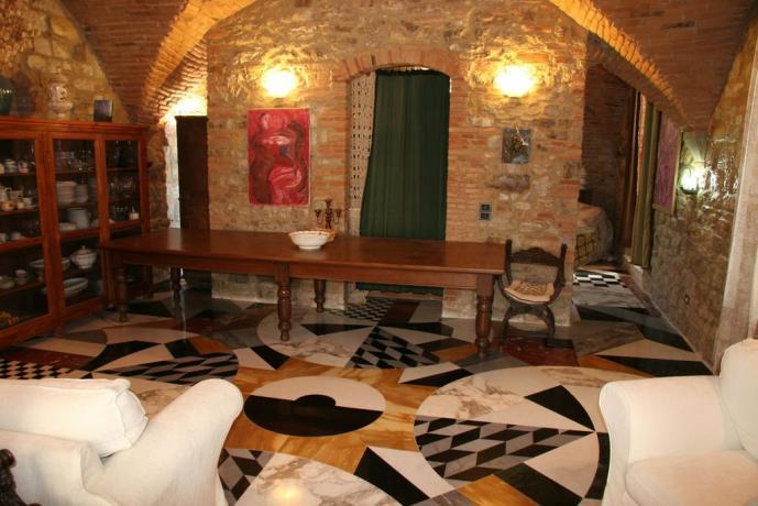 Pavimento colorato marmo pregiato suite gialla Calenzano