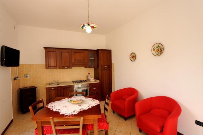 Cucina Appartamento Rubino agriturismo vicino Fonti Clitunno