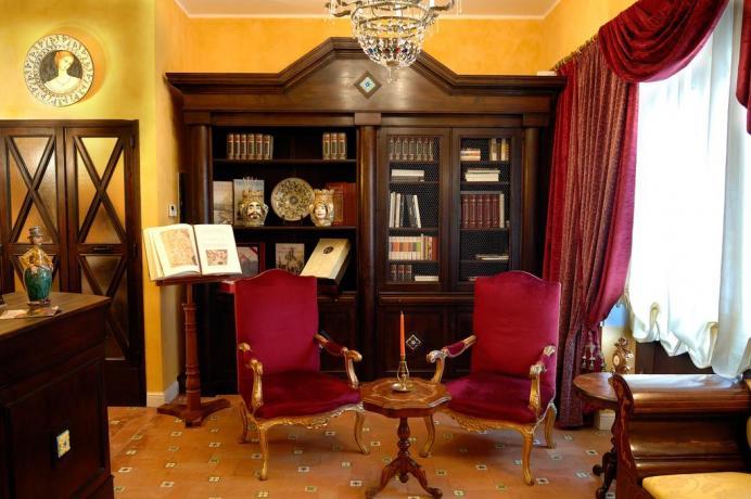 Libreria dell'hotel nel Parco dell'Etna