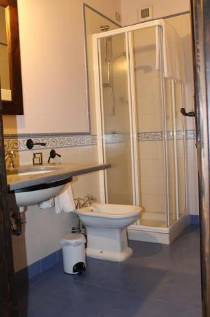 Agriturismo camera con bagno ad Adrano