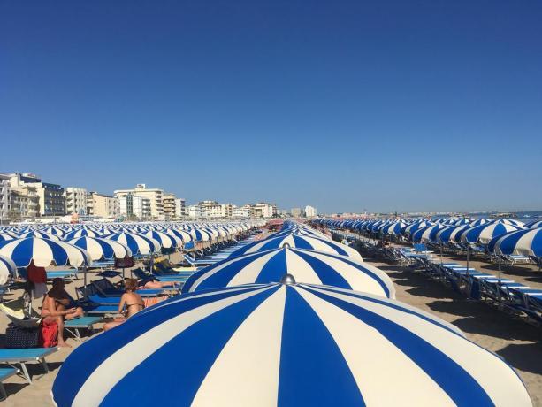 spiaggia privata dell'hotel a Cattolica