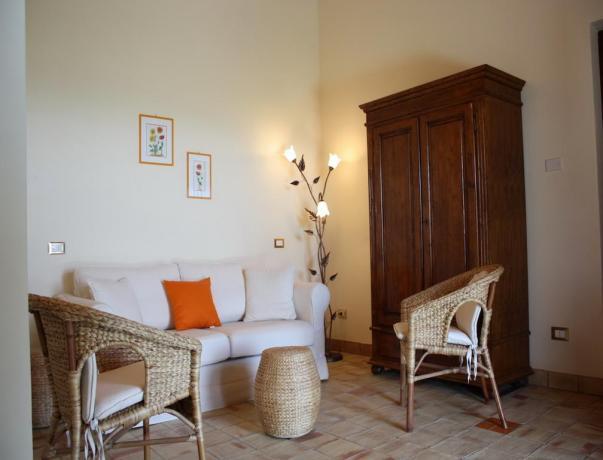 Salotto rustico al Club House dell'hotel vicino Ragusa