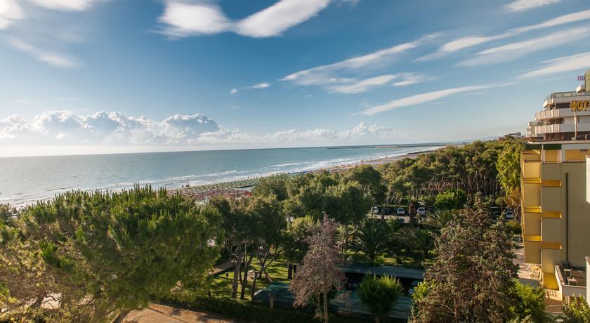 Piscina Miniclub e Spiaggia in Hotel Giulianova