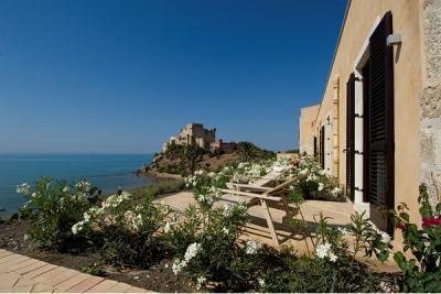 Residence e resort benessere vicino al mare alberghi bb agriturismi vicino a falconara - Piscina falconara marittima ...