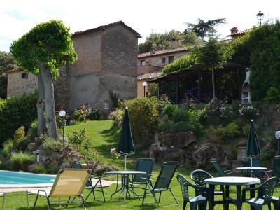 Appartamenti del Borgo visti dalla Piscina
