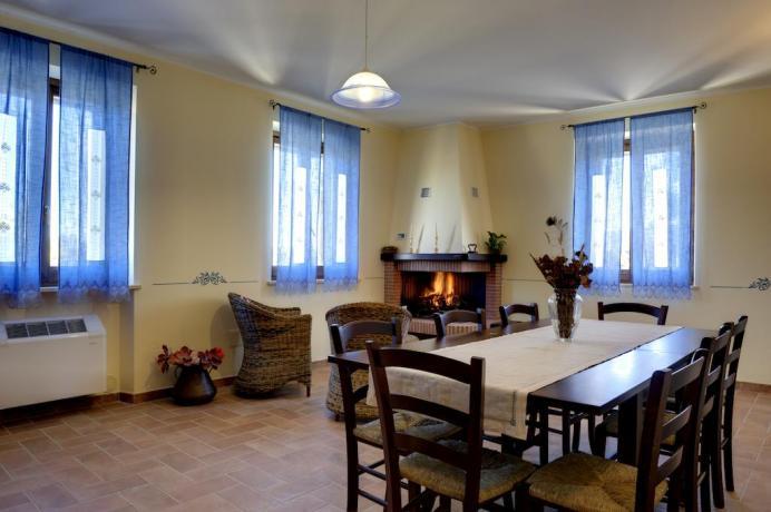 Appartamenti Perugia con soggiorno e tavolo pranzo