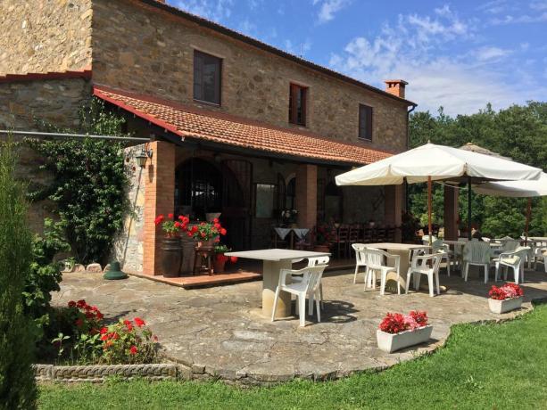 Casale Toscano con veranda e giardino