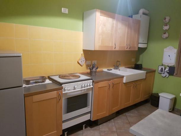 Cucina con forno appartamento Finale Ligure