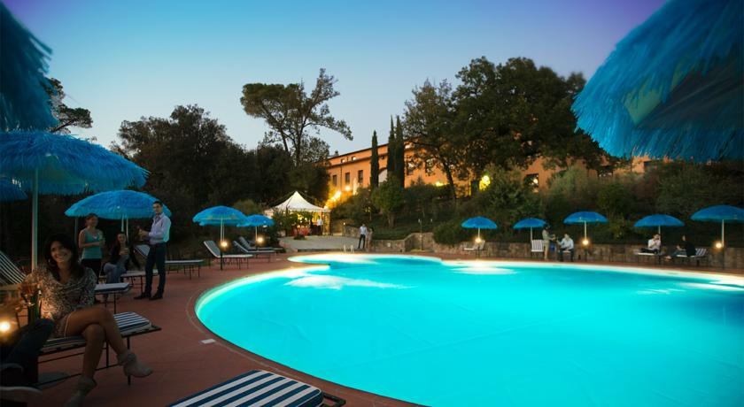 Resort vicino Arezzo con Piscina e Ristorante