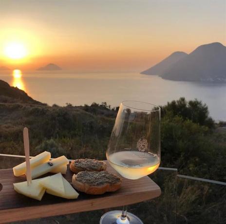 Organizzazione aperitivi al tramonto relais moderno Lipari-Sicilia
