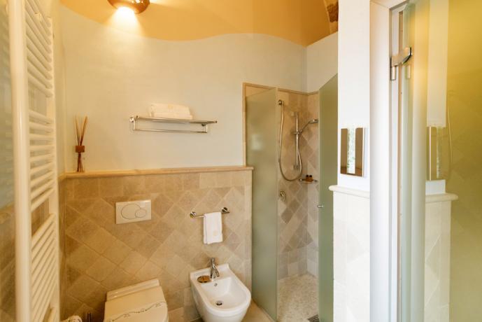 Elegante bagno in Hotel 4 stelle nel Salento