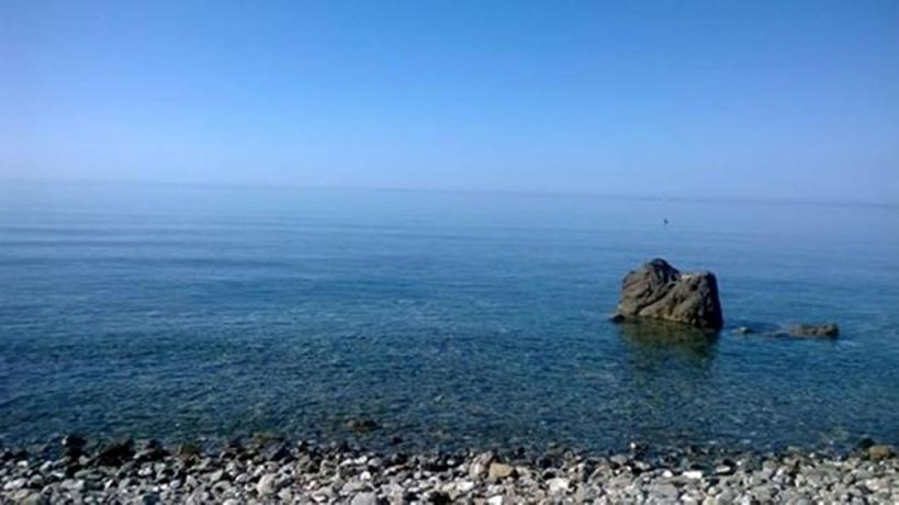Spiaggia Privata di Sassi con Mare Cristallino