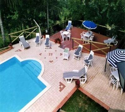 Piscina Villa Marche, uso su richiesta