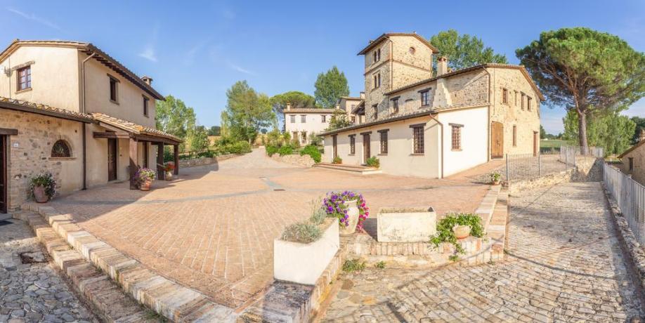 Borgo Medioevale nella Campagna Umbra