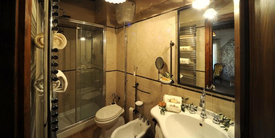 Bagno attrezzato in Camera agriturismo in Umbria