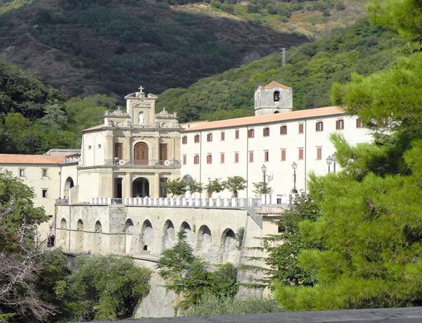 Albergo vicino al Santuario Paola