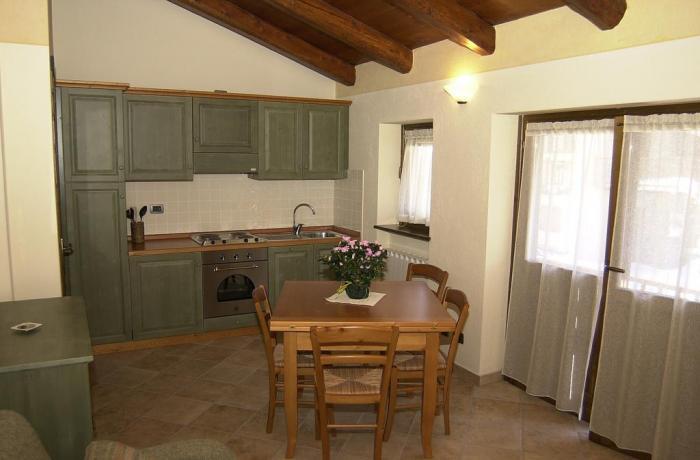 Area pranzo con cucina Appartamento Genzianella
