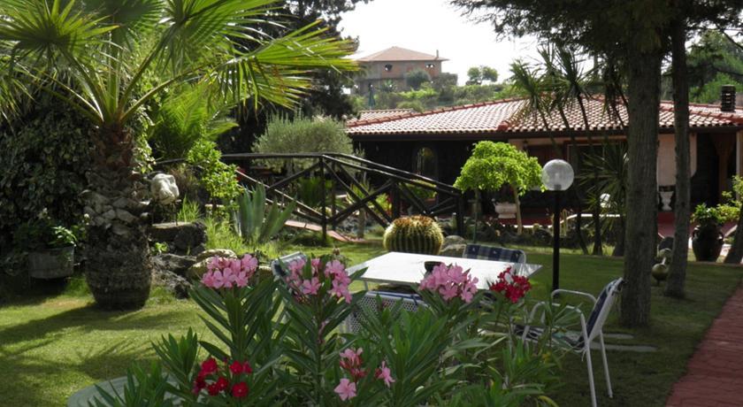 camere-in-villa-nella-campagna-siciliana-beb-giardini-dell-etna