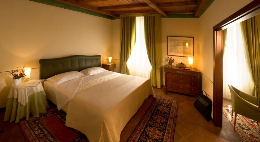 Camere con Salottino privato in Relais Bra