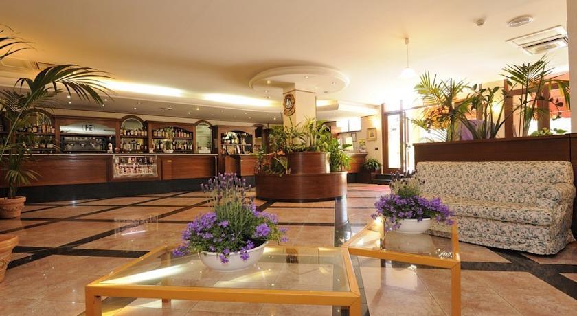 Hall dell'albergo a Norcia vicino Cascia