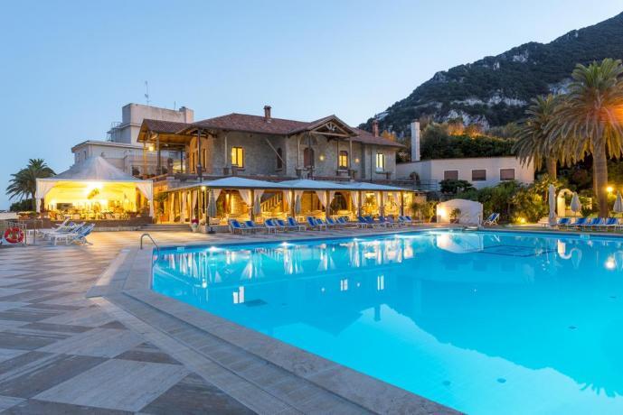 Hotel costa Laziale con piscina + ristorante