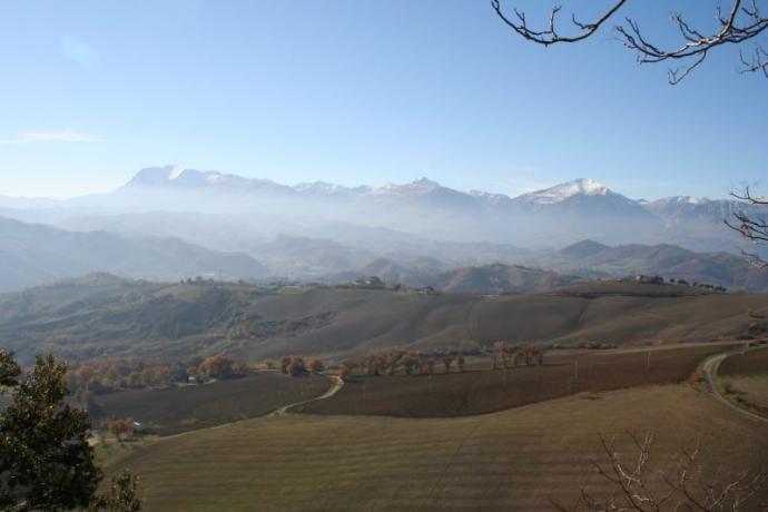 Vicino ai Monti Sibillini Villa con Piscina