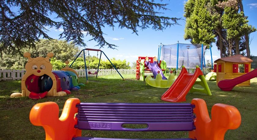Giardino e giochi per ragazzi