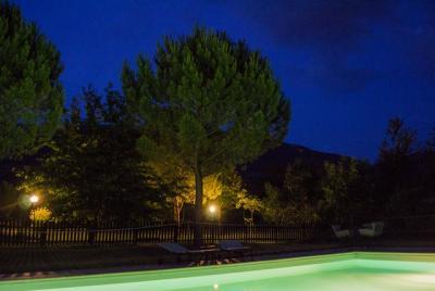 Agriturismo con piscina nella campagna di Assisi