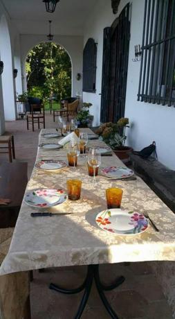 La cena all'aperto che offre la Villa