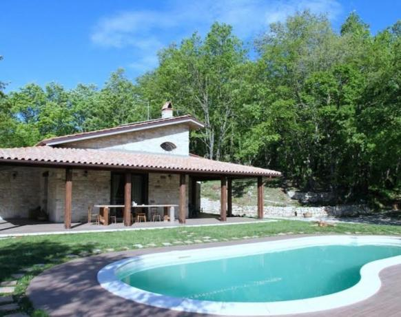 Casa vacanze con piscina esterna a San Lupo