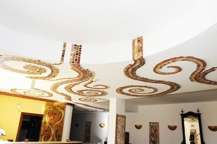 """Hotel ad Alcamo, salotto """"Liberty"""" tetto con mosaici"""