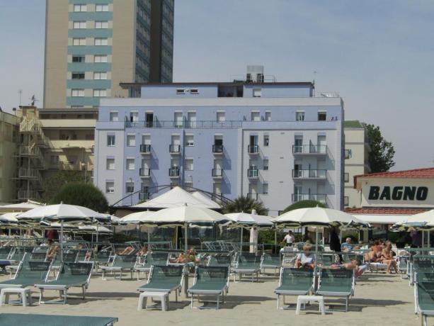 Hotel con spiaggia privata vicino Mirabilandia