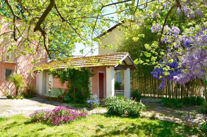 Affittacamere vicino Roma con camere e giardino