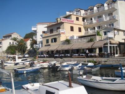 hotel-3-stelle-a-gradac-pensione-frontemare