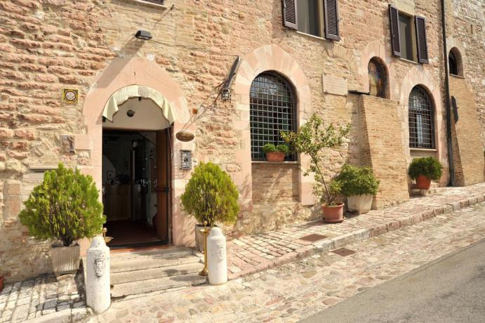Hotel per pellegrini e turisti vicino San Francesco