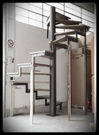 scala chiocciola gradini in legno