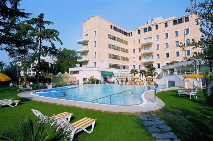 Hall albergo ad Abano Terme con piscina coperta