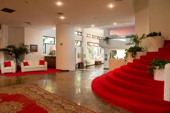 Moderna Reception albergo in Puglia