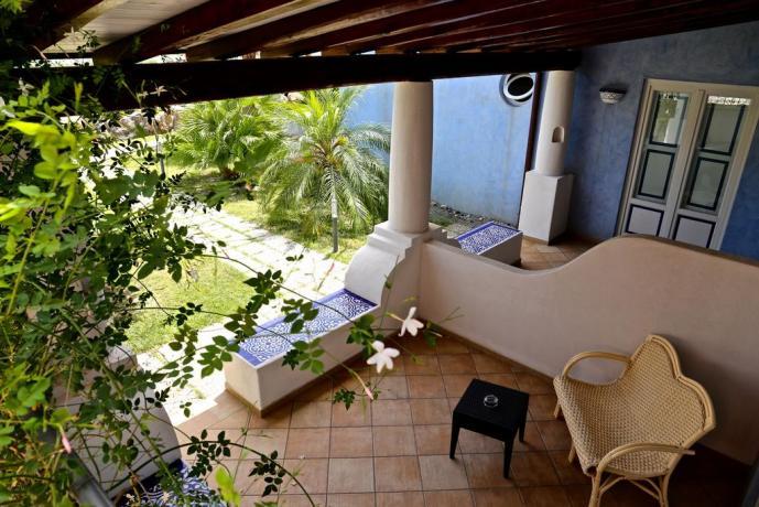 Hotel 4 stelle Eolie con veranda esterna
