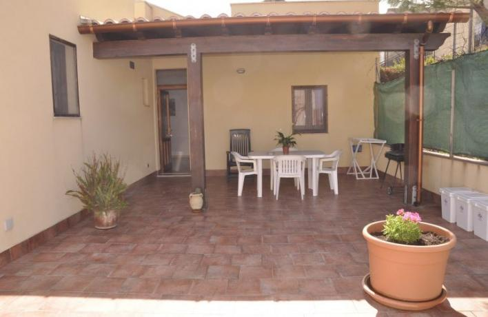 Casa vacanze veranda arredata giardino San-Vito-lo-Capo