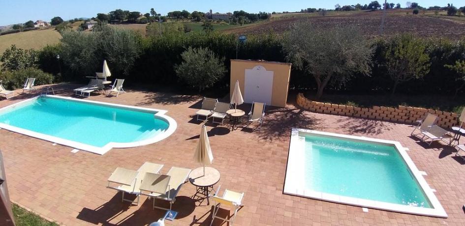 Casale ad Appignano 2 piscine e vasca idromassaggio