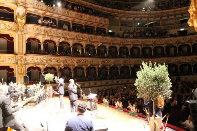Fabio Lepore: Teatro Petruzzelli Bari 2017 (Lezioni-di Canto-Online)