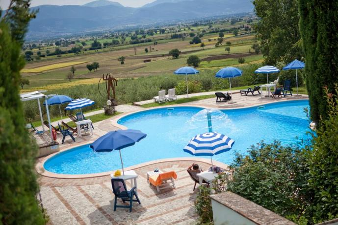 Vacanze in Umbria con piscina vista panoramica